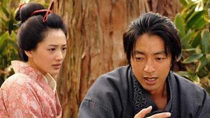 「仁」に出演していた頃の綾瀬はるかと大沢たかお.jpg