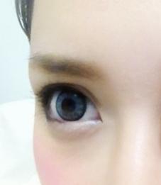 ハーフ目と眉のメイク.png