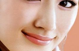 透明感を重視した綾瀬はるかの頬のメイク.jpg